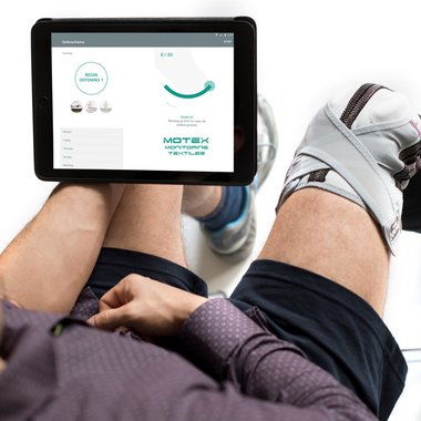 Prototype of an intelligent knee brace combined with a tablet in use